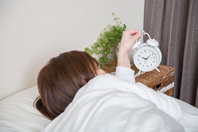 起きるのがつらい女性